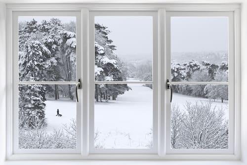 Jak właściwie zabezpieczyć okno przed zimą?