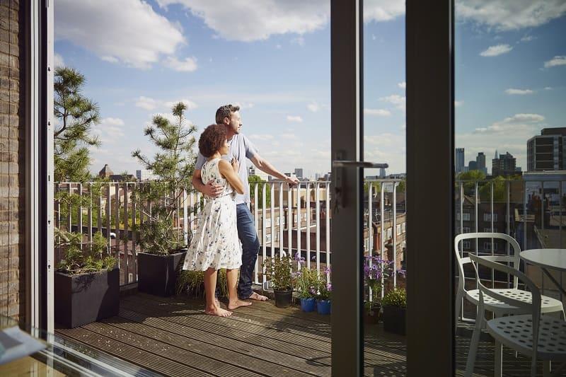 O czym warto pamiętać, kupując okna balkonowe?